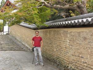 Téměř bez turistů byla tato ulička jen kousek od přeplněného chrámu Daibutsu-dži v Narském parku